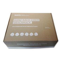 Kiste aus Braunpappe mit Deckweiß bedruckt - Druckerei Lindner steht für: Ordner bedrucken, Ringordner bedrucken, Ringbücher bedrucken, Firmenordner bedrucken