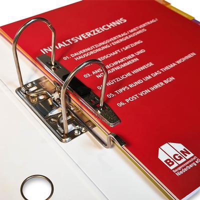 Register rot mit bunten Taben