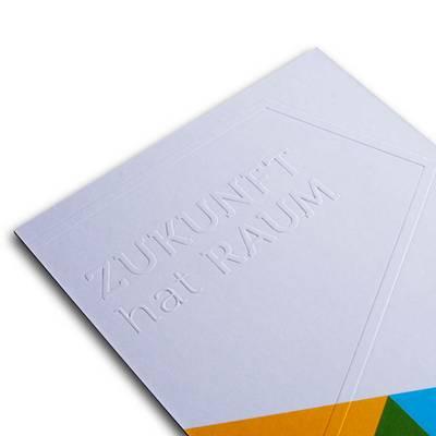 Einladungskarte mit Farbschnitt und Prägung - Lindner steht für Beratung - Kreation - Veredelung - Druck - Konfektionierung