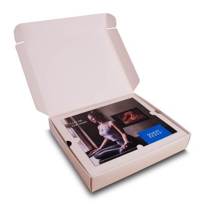 Verpackung mit Einladungskarte und Vertiefung - Lindner bietet neben dem Standard auch ausgefallene Sonderformate an